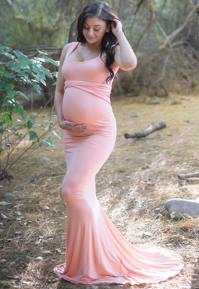 sleeveless maternity gown with train