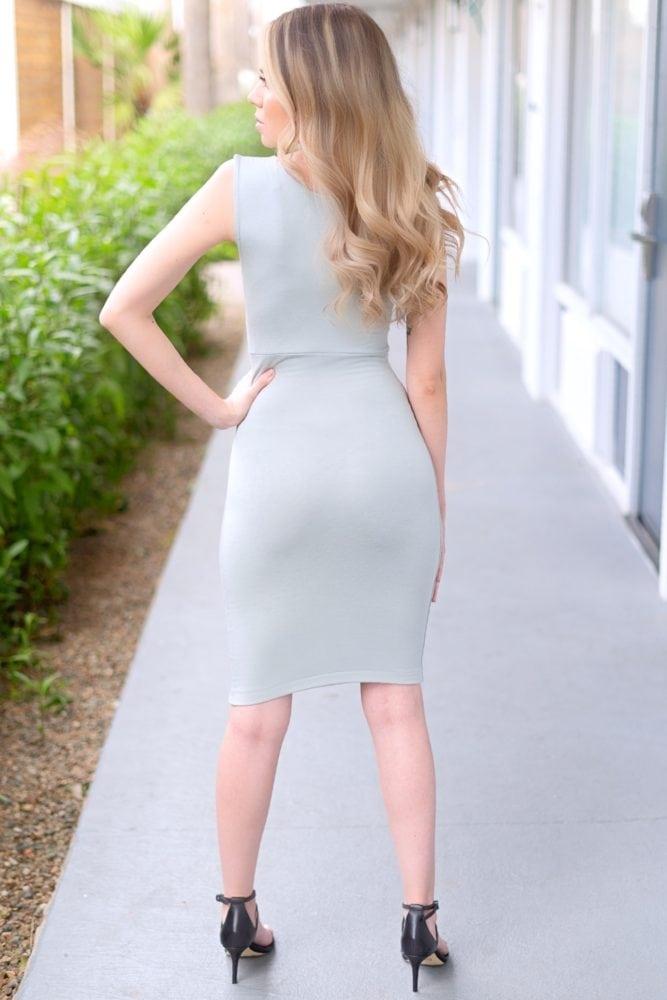 sleeveless sweetheart dress
