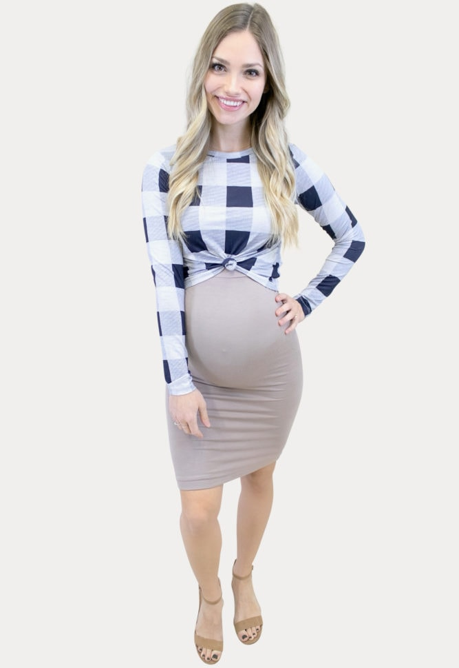 plaid maternity outfit
